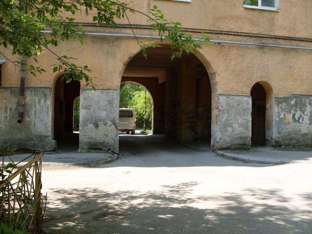 Арка в старом дворе