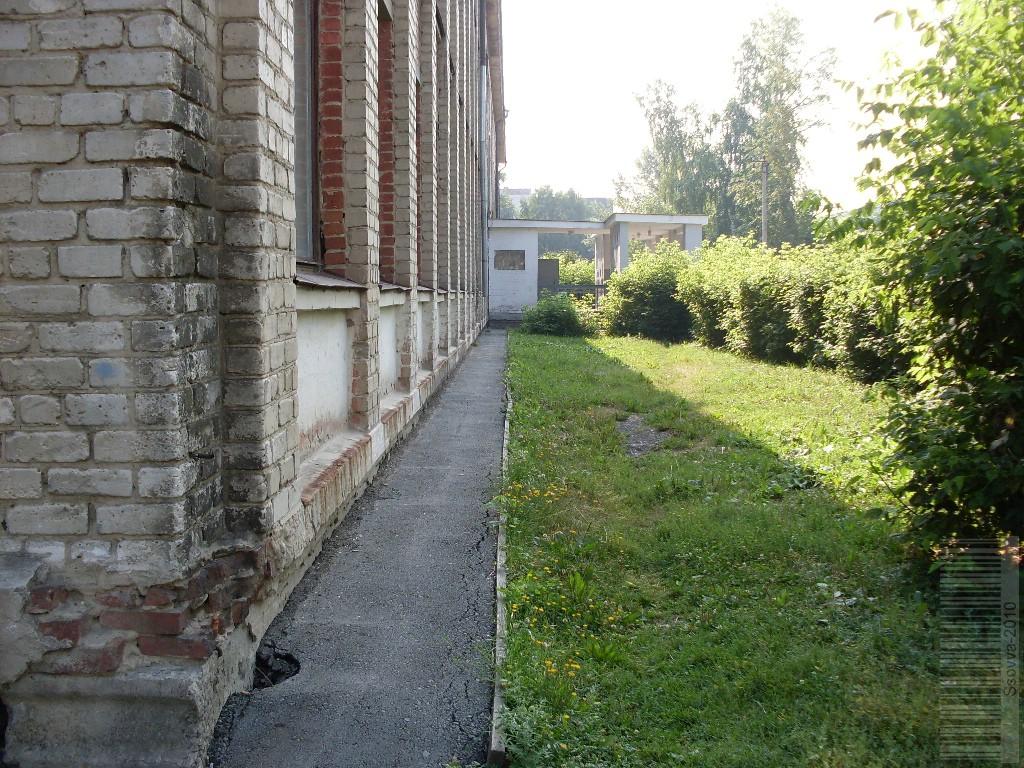 Дорожка перед зданием госпиталя SDC12274_